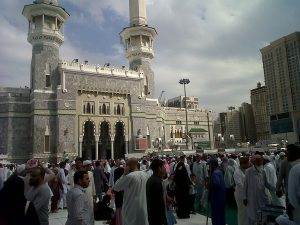 King Abdul Aziz adalah salat satu nama pintu Masjidil Haram yang paling ramai